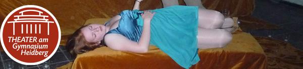 Im Video komplett entblt: Model spaziert nackt durch New